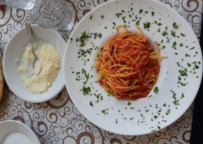 Špageti s parmezanom