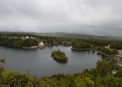 Pogled na sveto jezero Grand Bassin