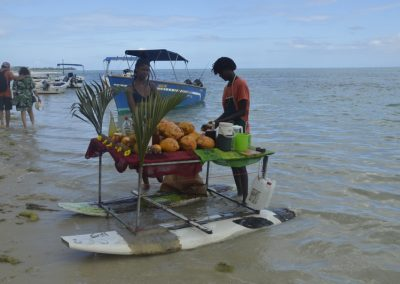 Plavajoči bar, otok Ile Aux Benitiers